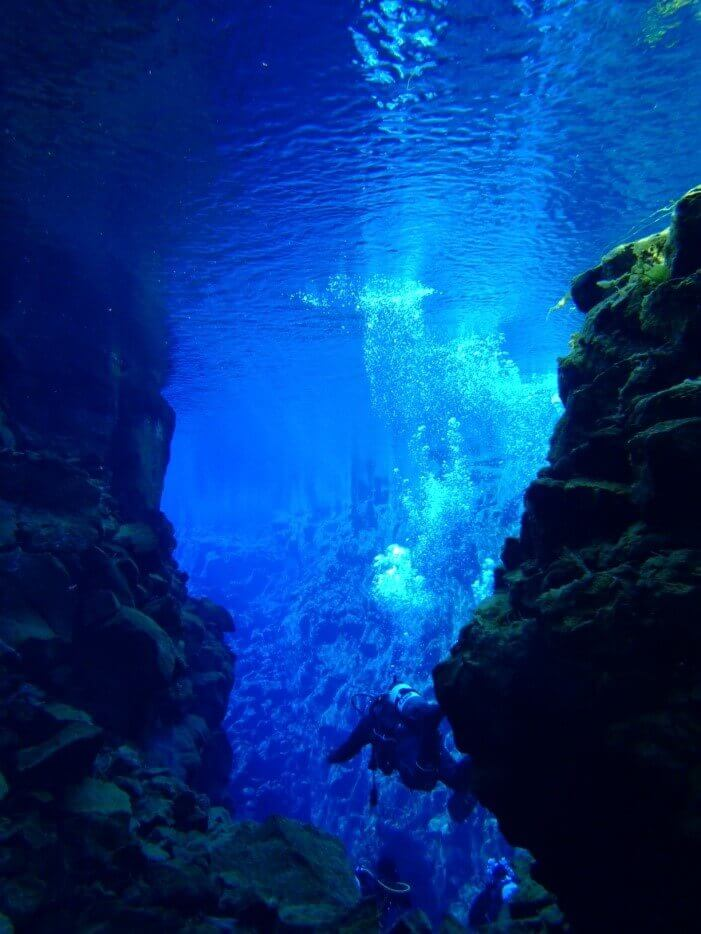 Freshwater cave diving