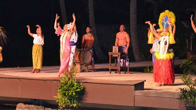 Smith-Family-Garden-Luau-Performers