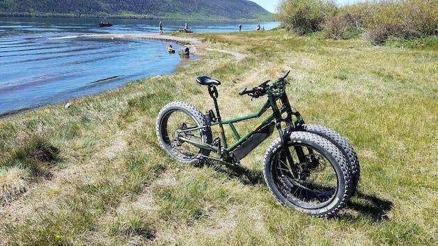 runguu electric bike on a trail