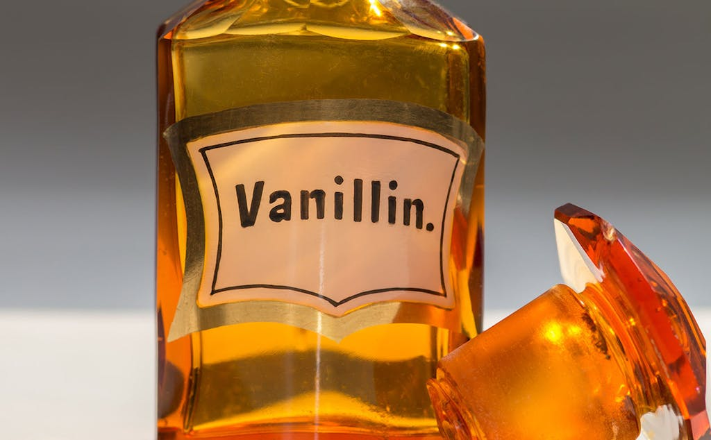 a close up of a bottle of vanillin