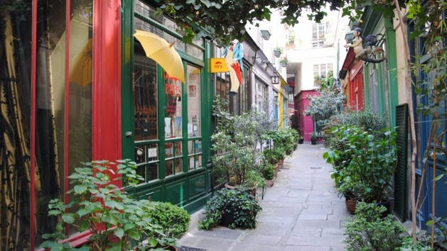 Scenic-Parisian-Street