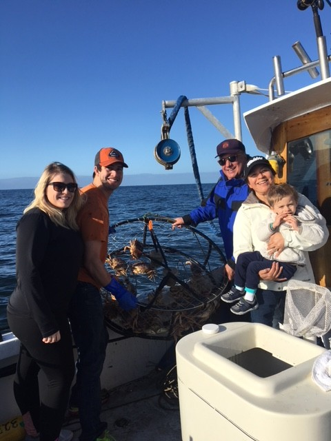 family w crab pot