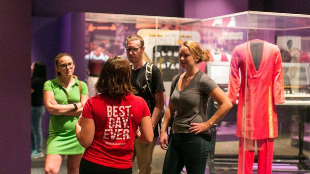Touring-Museum-of-American-History-in-DC