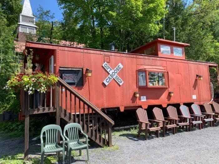 Dining & Scenic Sightseeing Cruises On Raquette Lake In New