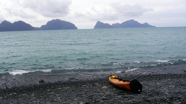 kayak on the shore on Caines Head