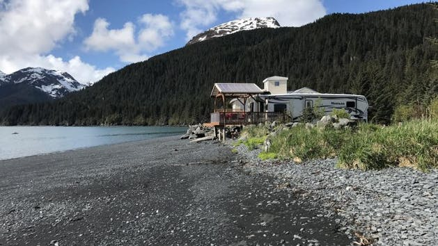 Oceanfront Inn Luxury Camper in Seward
