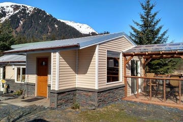 Oceanfront Inn Cabin in Seward, Alaska