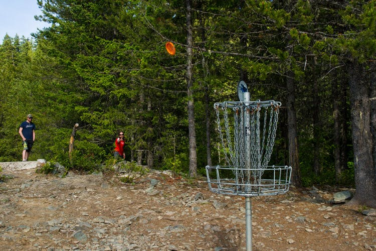 People playing disc golf in Whistler