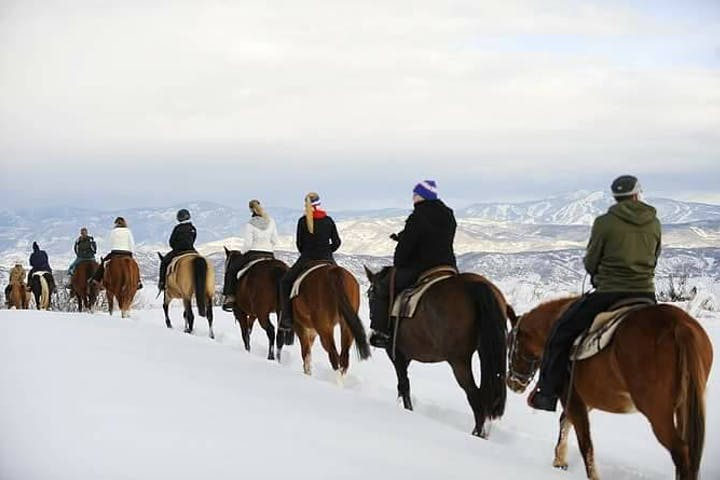 Winter-Horseback-Riding-in-Steamboat