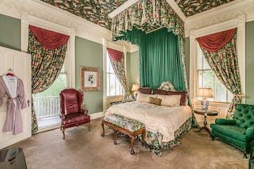 laurel-falls-honeymoon-suite