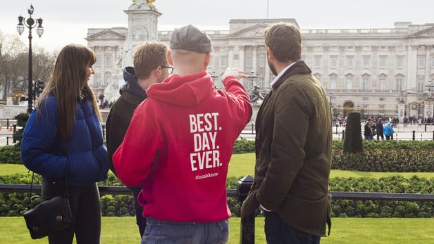 Tour Group Outside Buckingham Palace