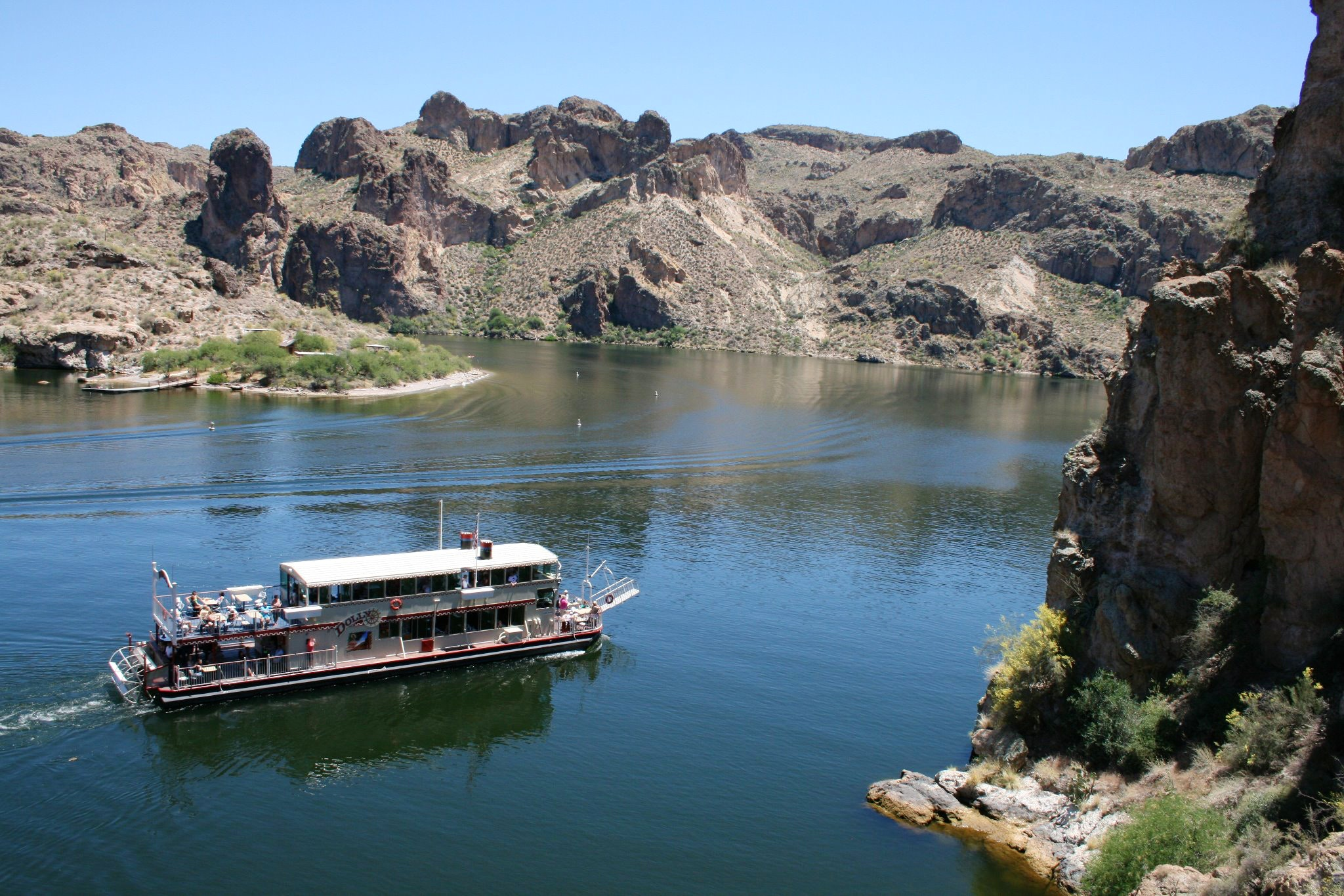 Dolly Steamboat cruise on Canyon Lake
