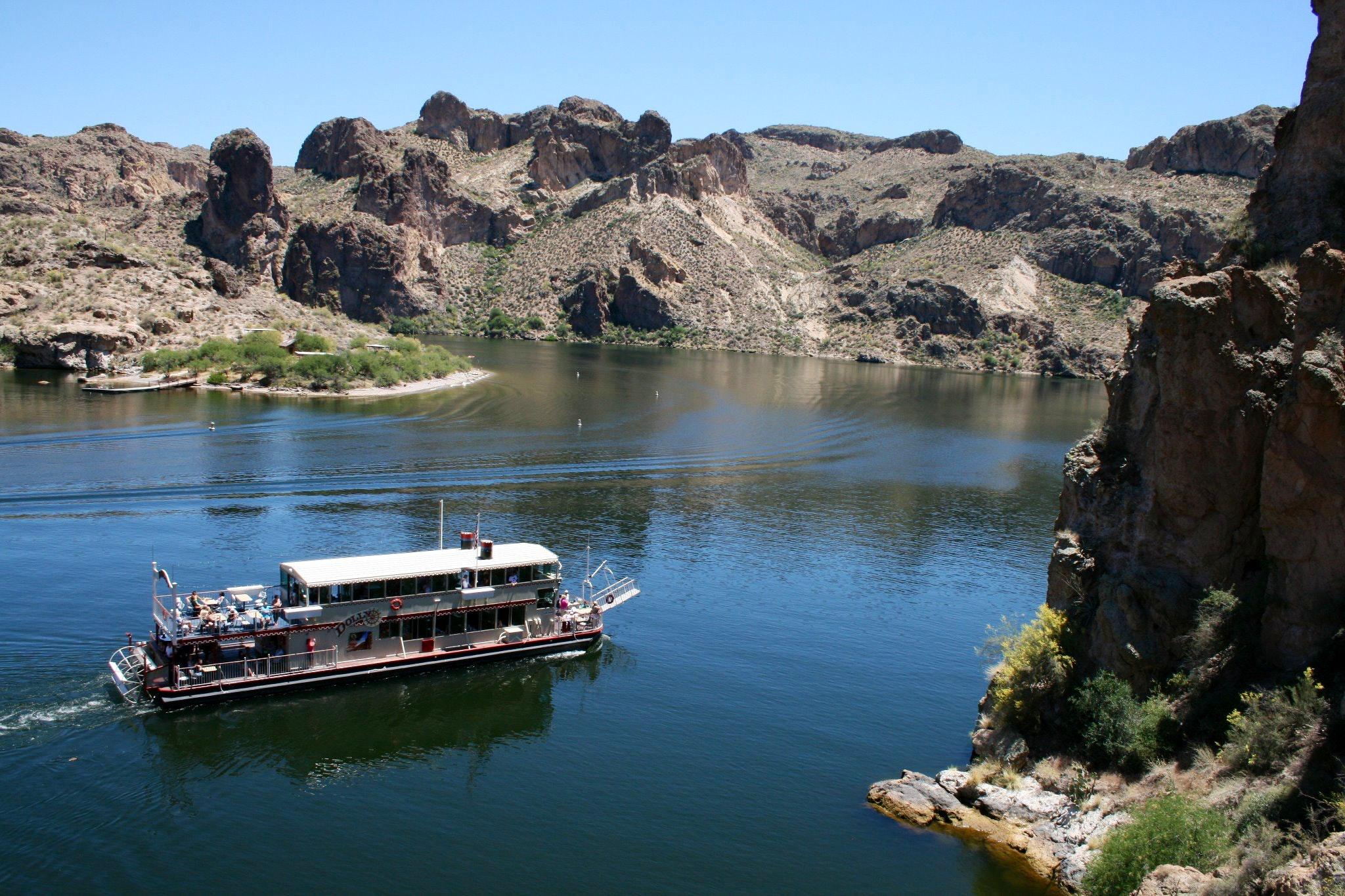 Dolly Steamboat cruise on Canyon Lake
