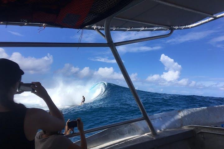 Tahiti Pro taxi boat