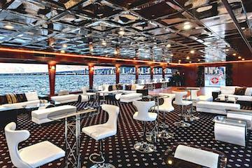 Majestic lounge Antlantis cruiship Hawaii