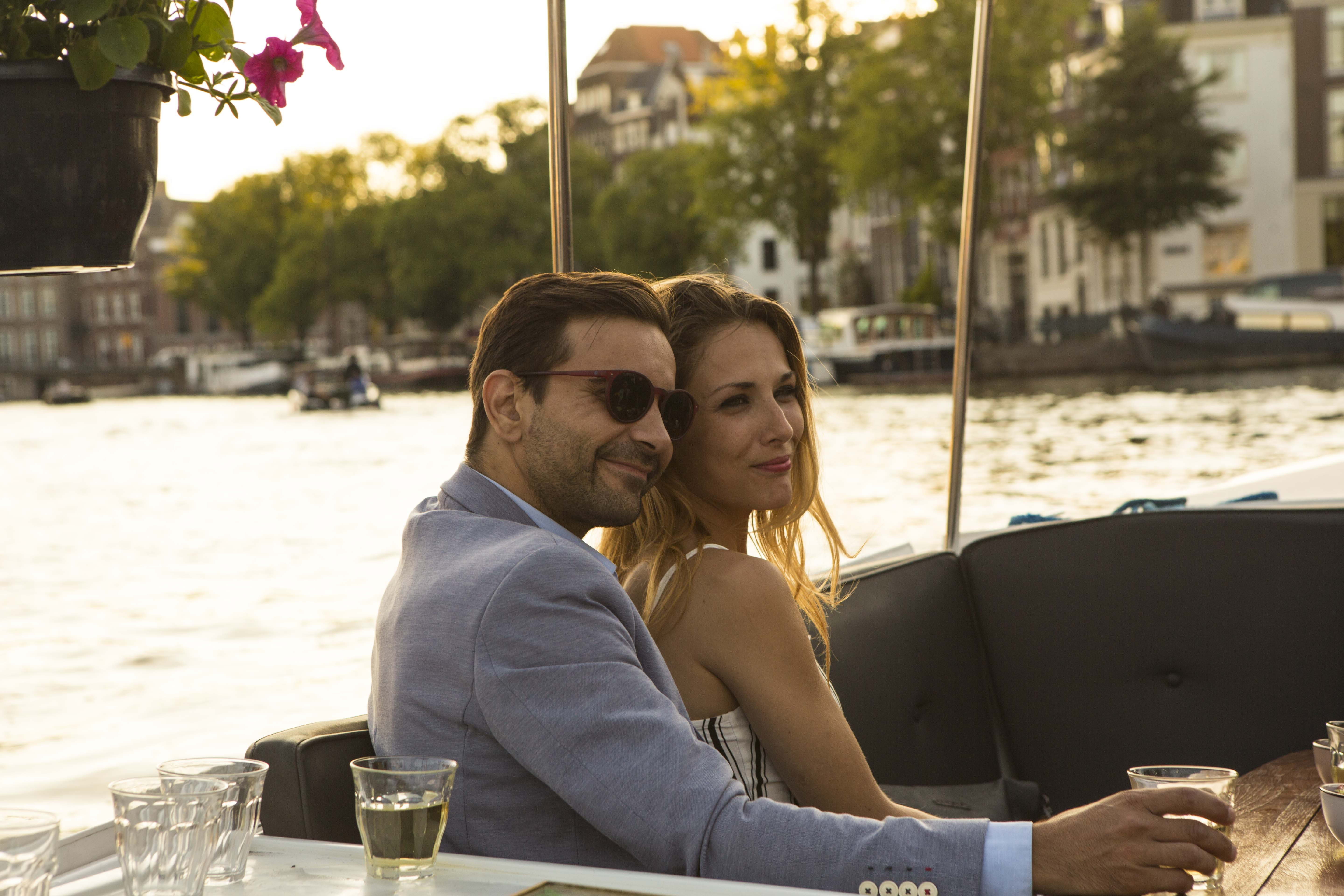 On of the most romantic things to do in Amsterdam is to go together on a boatcruise.