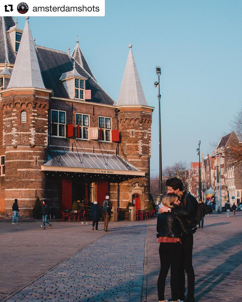 Couple doing romantic things in Amsterdam