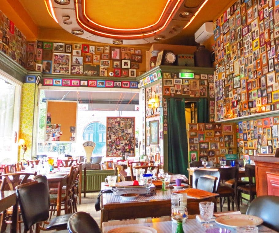 Inside moeders during your romantic trip to Amsterdam