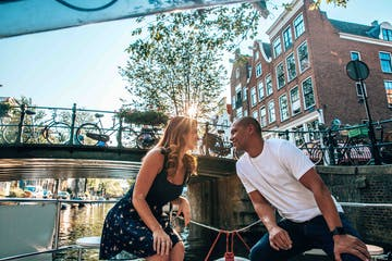 a couple on the romantic boat tour in Amsterdam