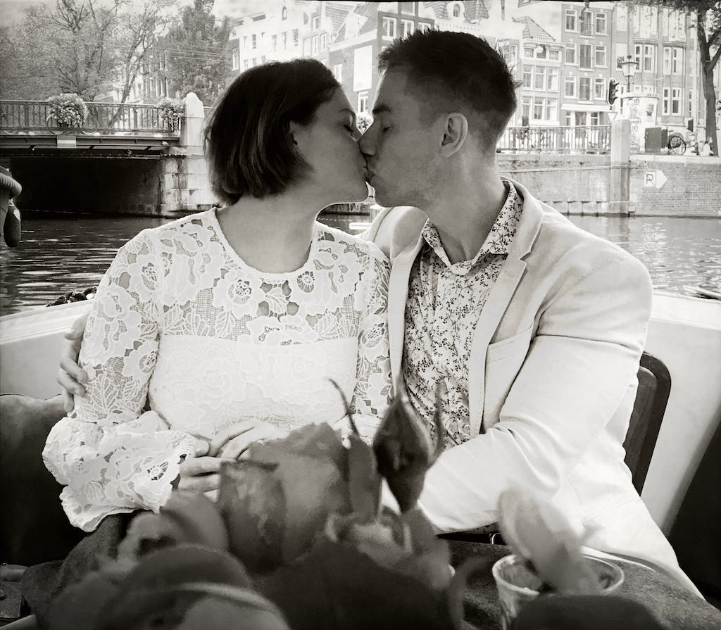 a couple kissing on a private romantic tour in Amsterdam on the canals