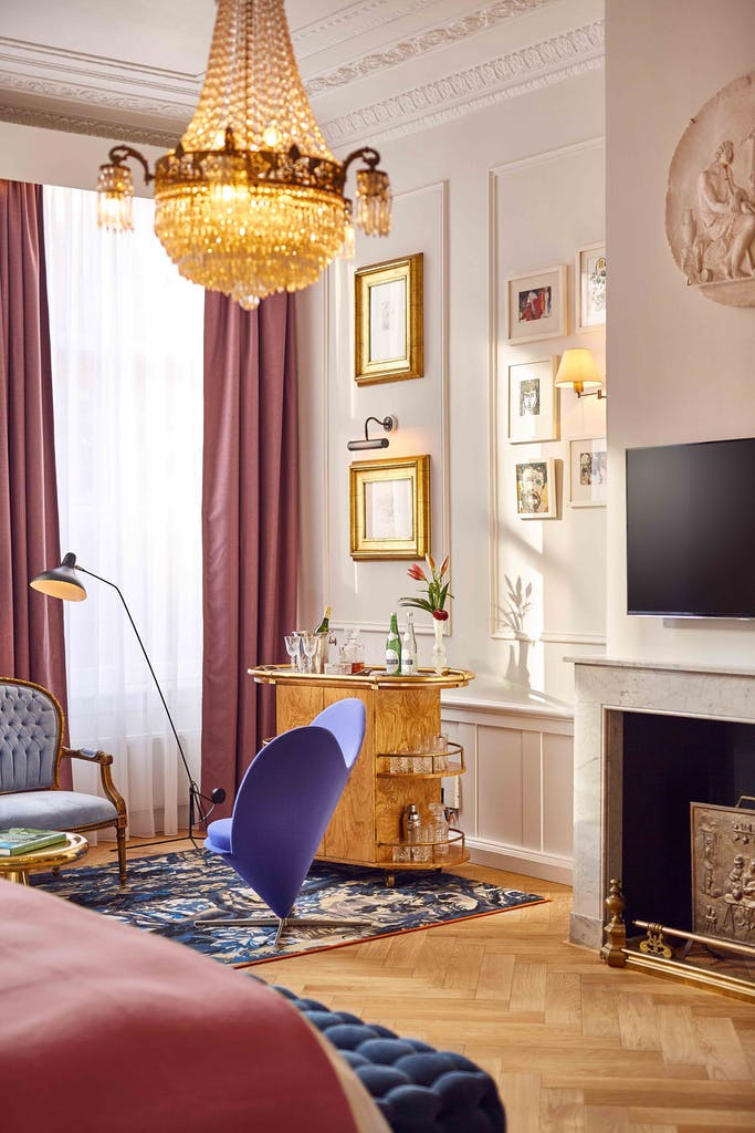 romantic hotels in Amsterdam for your proposal a fire place sitting in a living room