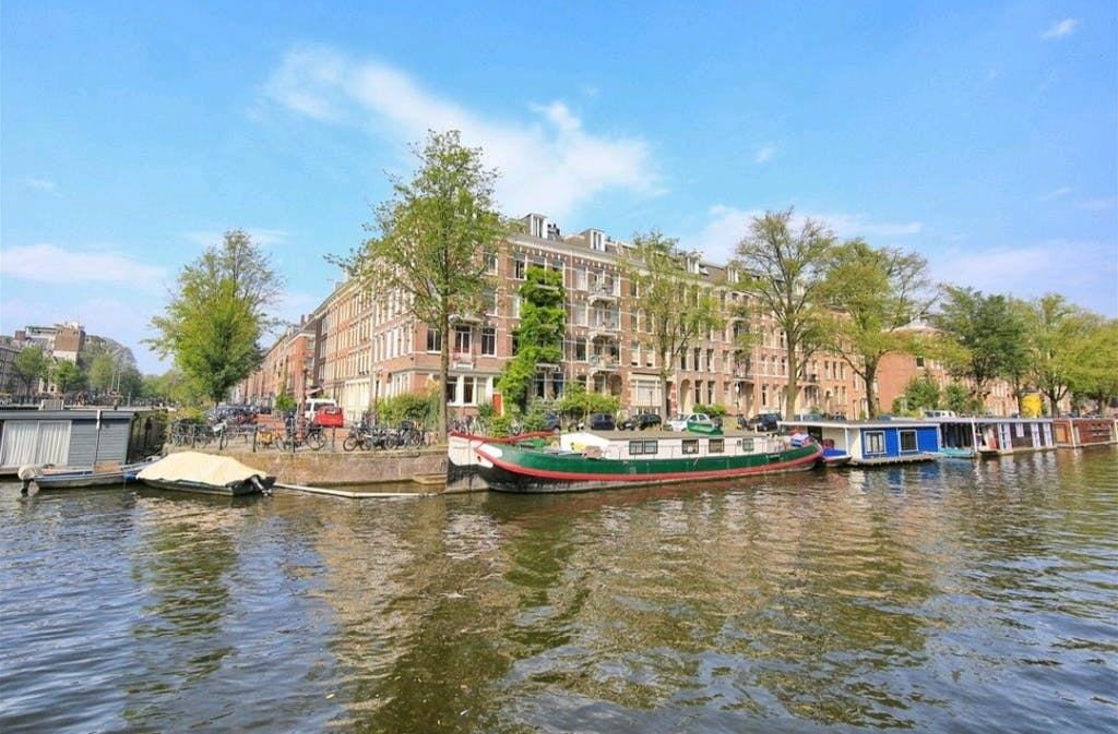 a houseboot duin your stay in Amsterdam