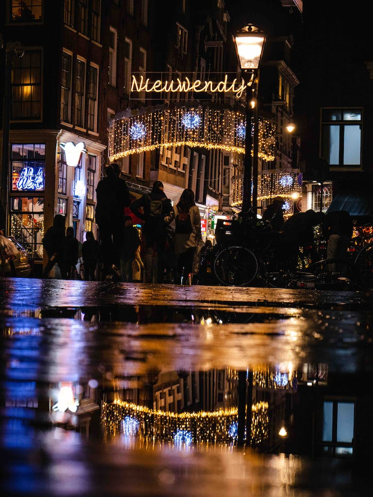 a view of a Amsterdam at night