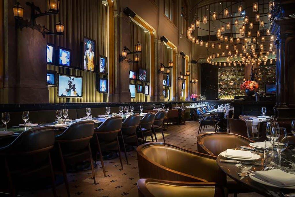 Experience a dutch restaurant in Amsterdam