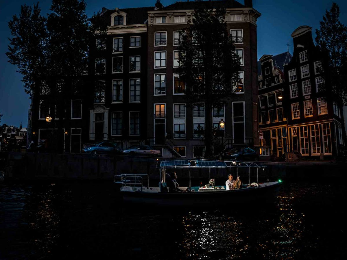 Romantic night cruise in Amsterdam