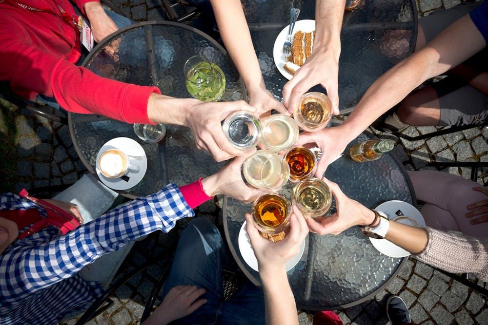 Toasting-Drinks-in-Prague