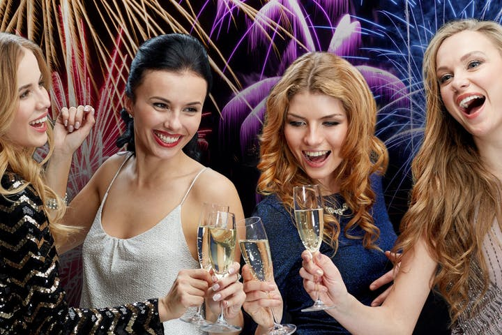 Group-of-Women-Toasting-Champagne-on-NYE