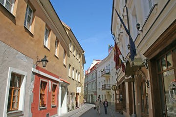 a narrow city street with buildings on the side of a building