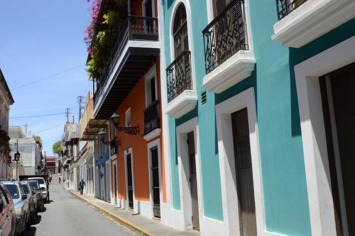 Cars and buildings in the streets of Puerto Rico