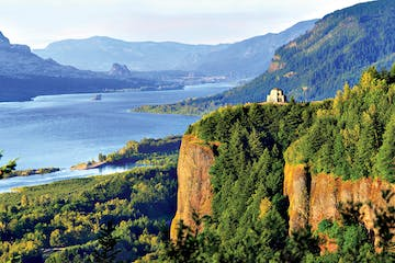 Columbia Gorge overlooking the river