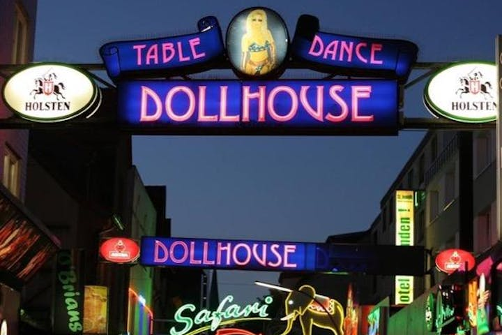St Pauli Tour around Table dance dollhouse in Hamburg