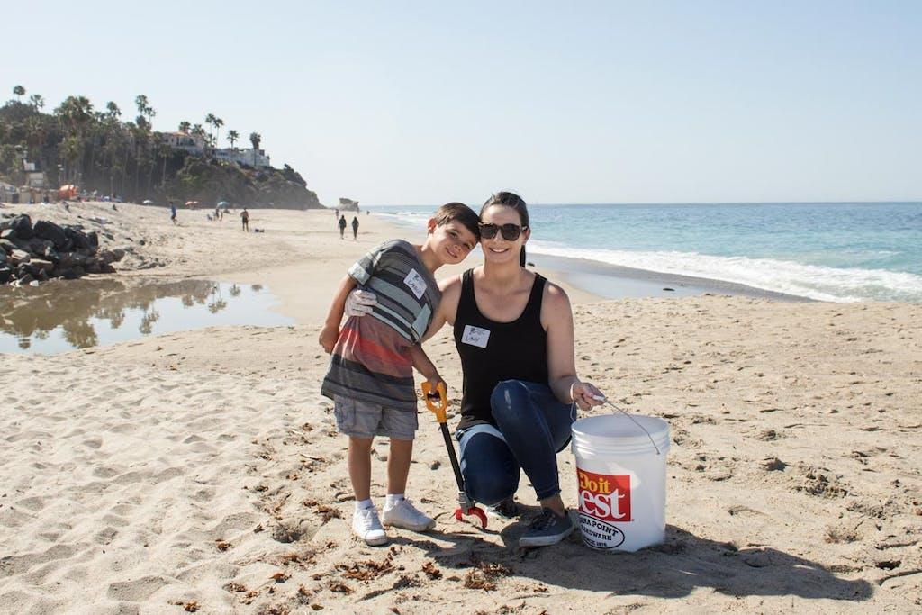 Beach clean-up at Aliso Creek
