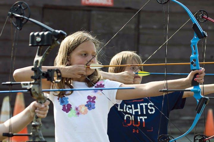 Kids knocking arrows in Glasgow
