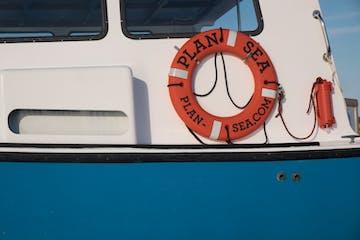 plan sea float on boat