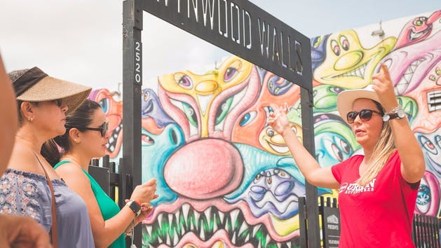 Tour-Group-at-Wynwood-Walls-Entrance