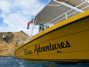 Makai Adventures scuba diving boat picking up divers at Lanai.