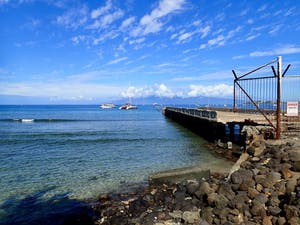 Maui dive site Mala Wharf with blue sky and clear water.