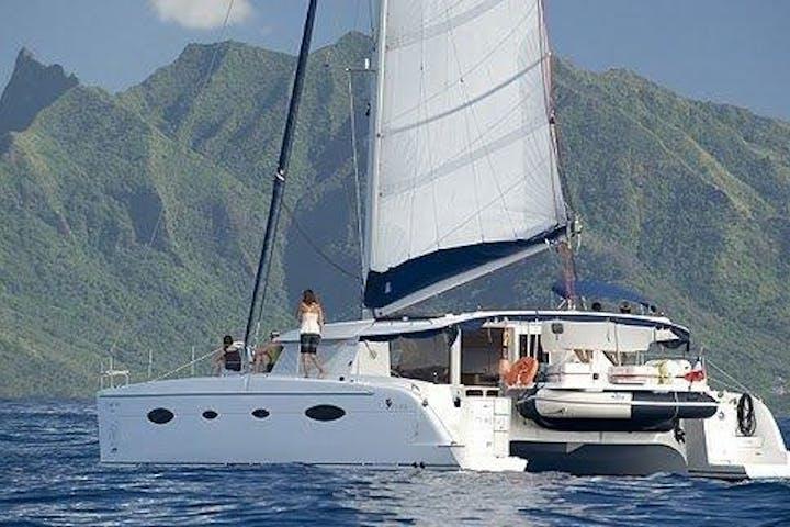 L'Escapade Charter Tahiti boat