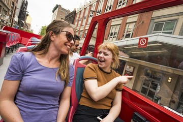 Two women enjoying a philadelphia sightseeing tour