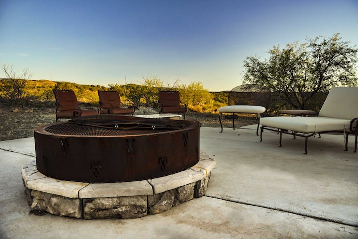 Fire pit area after a nighttime snow. - Picture of Pine ... |Dude Ranch Fire Pit