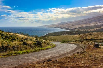 Breathtaking view of the coast from the winding Piilani Highway in Maui, Hawaii