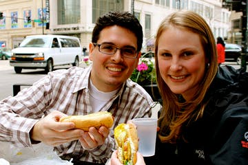 couple eating hot dogs in chicago
