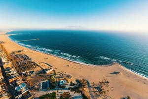 bigs-Venice-Beach-Aerial-view-of-the-shoreline-in-Venice-CA-at-dusk