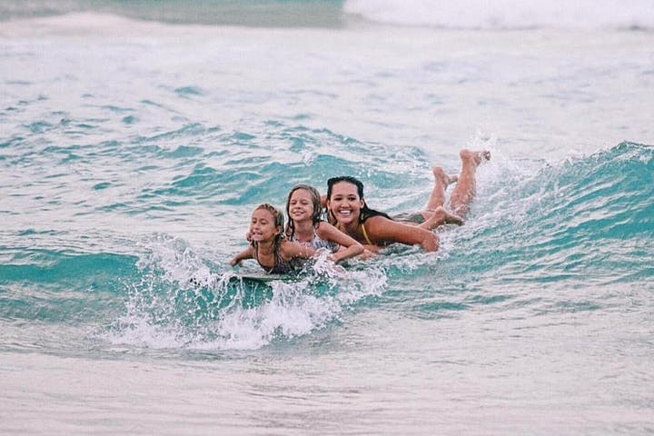 group surfing lessons in maui