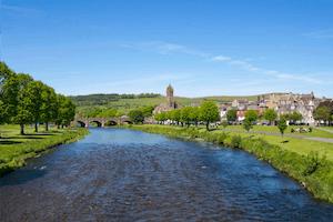 Río Tweed a su paso por Peebles