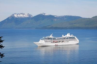 A cruise ship approaches Hoonah